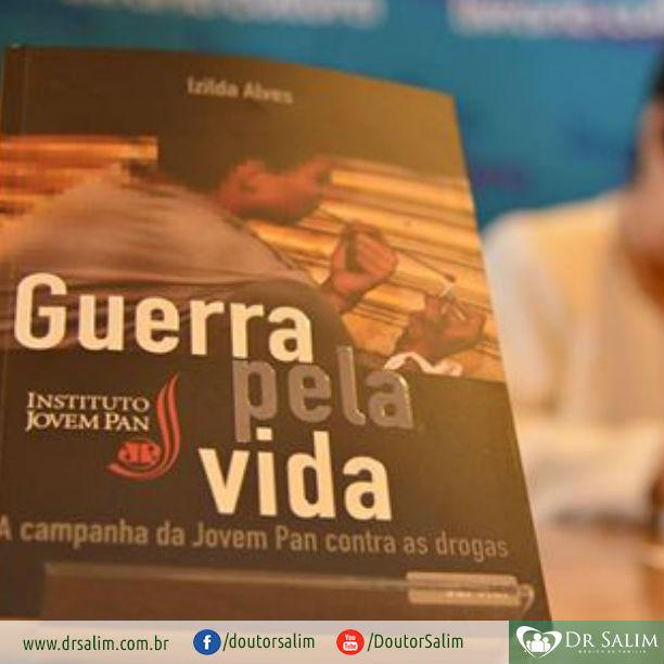 """Combate às drogas: jornalista Izilda Alves lança livro """"Guerra pela vida"""""""