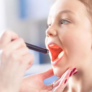 Dor de garganta: Faringite e amigdalite