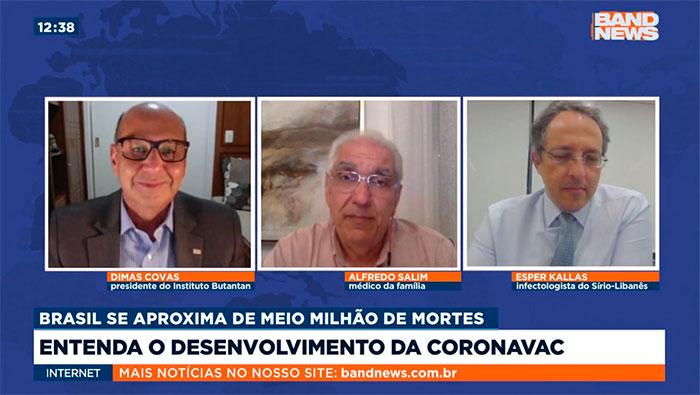 A imagem mostra uma tela dividida em três partes, do lado esquerdo está o Dimas Covas, no meio o Dr. Salim e na direita o Dr. Esper Kallas.